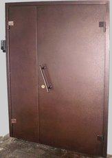 Тамбурные, входные металлические двери.